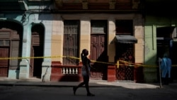 Viviendas en cuarentena por coronavirus en una calle de La Habana. (REUTERS/Alexandre Meneghini/File)