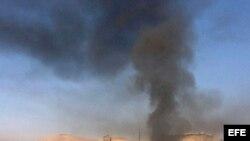 Una columna de humo se eleva sobre el centro de Damasco. Archivo.