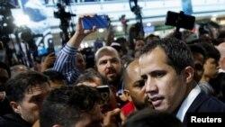 El presidente encargado de Venezuela, Juan Guaidó a su arribo a Caracas, el 11 de febrero del 2020.