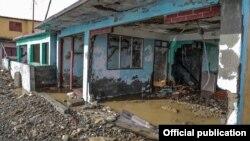 Dos de las viviendas más afectadas en Baracoa (Foto: Yamilka Alvarez Ramos/Agencia Cubana de Noticias).