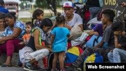 Los venezolanos arriesgan sus vidas para buscar ayuda en Colombia. (Noticias ONU)