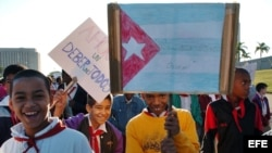 About 2800 Cuban children pay tribute on Friday January 26, 2007 to national hero Jose Marti at the Revolution Square in Havana (Cuba) to commemorate the 154th anniversary of his birth. Several of the children carry posters with pictures of leader Fidel
