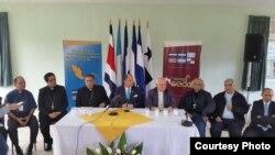 SEDAC: Monseñor José Domingo Ulloa (3ro i) preside el encuentro de los obispos centroamericanos.