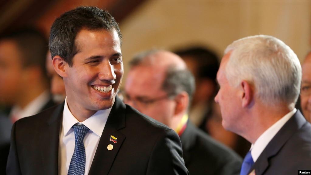 El presidente interino de Venezuela, Juan Guaidó, junto al vicepresidente de EEUU, Mike Pence, en Bogotá.
