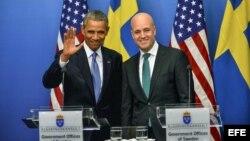 El presidente de Estados Unidos, Barack Obama (i), comparece en una rueda de prensa junto al primer ministro sueco, Fredik Reinfeldt (d), en el palacio de Rosenbad, sede del Gobierno sueco, en Estocolmo (Suecia).