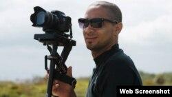 Asiel Babastro, director del video Patria y Vida (Foto tomada de su perfil de Facebook).