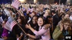 Seguidores de Barack Obama celebran tras los resultados de las elecciones presidenciales.