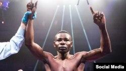 Una imagen de redes sociales en la que aparece Guillermo Rigondeaux al ser declarado campeón.