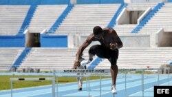 ARCHIVO. El plusmarquista mundial de los 110 metros vallas, el cubano Dayron Robles.