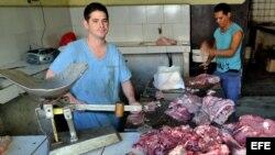 Fotografía de archivo de una carnicería en La Habana. EFE/Alejandro Ernesto