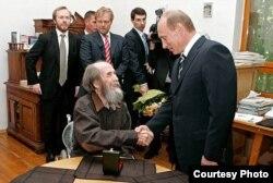Alexander Solzhenitsin con Vladimir Putin.