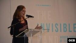 La profesora Anne Nelson, de la Universidad de Columbia, habla sobre su investigación en la inauguración de Cuba Internet Freedom.