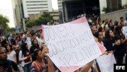 Un grupo de estudiantes se manifiesta en Caracas para exigir respeto a la Constitución. Archivo.