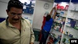 La escena se repite en las farmacias venezolanas: caras largas de los clientes por no encontrar el medicamento que necesitan