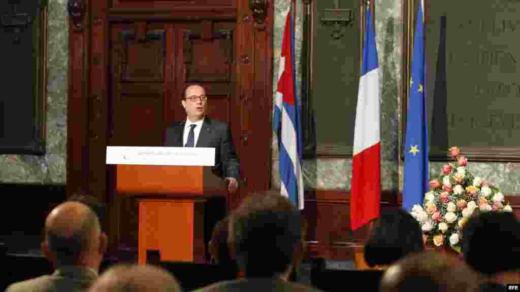 El presidente de Francia François Hollande ofrece una conferencia magistral en el aula Magna de la Universidad de La Habana.