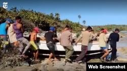 El bote utilizado por los 12 balseros fue construido de forma artesanal. (Captura de video/NYT)