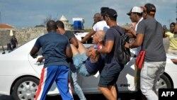 El científico cubano y activista gay Ariel Ruiz Urquiola detenido durante la marcha LGBTI el sábado 11 de mayo.