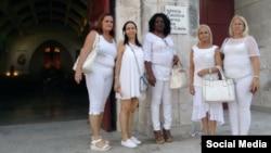 Damas de Blanco en Santa Rita. Tomado de @bertasolerf.