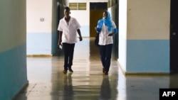 Estudiantes de Medicina en Cuba. AFP PHOTO/ADALBERTO ROQUE