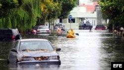 Fotografía de una calle inundada hoy, miércoles 3 de abril de 2013, en La Plata (Argentina).