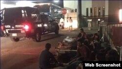 Policía antimotines contiene protesta de cubanos en estación migratoria Siglo XXI, en Tapachula, México. (Captura de imagen/Televisa) Archivo.