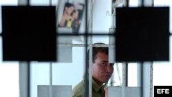 Un funcionario de orden interior en una cárcel cubana.