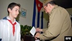 Raúl Castro el 20 de enero de 2008, en La Habana, en las elecciones para los diputados nacionales y delegados a las asambleas provinciales del Poder Popular.