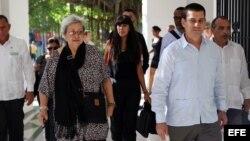 La experta de la ONU en Derechos Humanos y Solidaridad Internacional, Virginia Dandan y el presidente de la Asociación Cubana de Naciones Unidas, Fermín Quiñones.