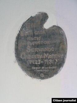 Reporta Cuba. Tarja en la casa de Servando Cabrera. Foto: Bárbara Fernández.