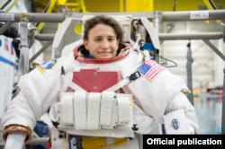 La astronauta cubanoamericana, lista para un entrenamiento de caminata espacial (NASA)