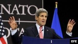John Kerry, comparece tras la reunión de ministros de Exteriores de la OTAN en Bruselas, Bélgica.