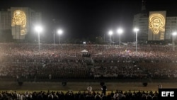Miles de cubanos participan hoy, martes 29 de noviembre de 2016, en el acto celebrado para despedir al fallecido líder cubano Fidel Castro, en la Plaza de la Revolución de La Habana (Cuba).