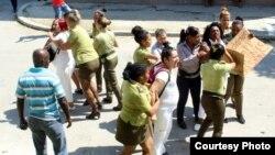 Arresto a Damas de Blanco en La Habana el domingo primero de julio de 2018