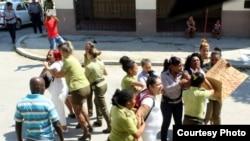 Arresto a Damas de Blanco en La Habana, el domingo 1 de julio de 2018.