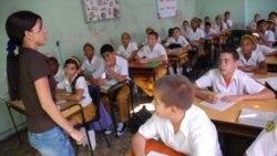 Aumento salarial a educadores cubanos no es suficiente, opina exprofesor