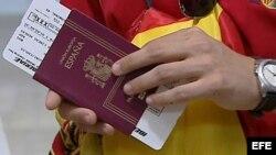 Los cubanos usaban un pasaporte español.