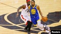 Kevin Durant (35) en el juego contra los Raptors de Toronto. (John E. Sokolowski-USA TODAY Sports)