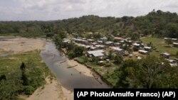 Río Turquesa, ubicado entre las comarcas Wargandí y Emberá, en la selva del Darién. (AP Photo/Arnulfo Franco)