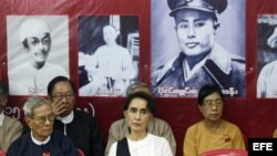 Aung San Suu Kyi (c)