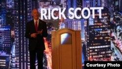 Rick Scott en el evento de los conservadores que se realiza en Miami.