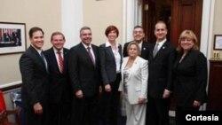 Congresista Ileana Ros-Lehtinen, Presidenta del Comité de Relaciones Exteriores, junto a senadores y congresistas de origen cubano reunidos con ejecutivos de IKEA