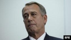 El presidente de la Cámara de Representantes, el republicano John Boehner tras dirigirse a los medios después de la reunión de su partido en el cuarto día del cierre de la administración estadounidense