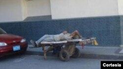 Imagen de un anciano cubano en una calle de Cuba