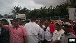Ataque de chavistas a senador brasileño Neves.