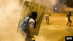 BARRICADAS Y PROTESTAS CONTINÚAN EN VENEZUELA