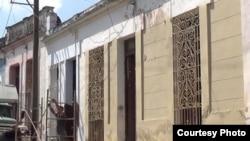 La fachada de la casa de Mariño Garcia fue pintada por las autoridades cubanas (Redes Sociales).