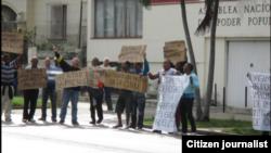 Protesta frente a la Fiscalía por los tres que se acercaron al Papa