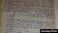 El manuscrito de la carta remitida desde la cárcel por el abogado, periodista independiente y ahora preso político cubano Roberto de Jesús Quiñones Haces (Foto: Cubanet).