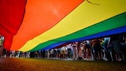 Análisis de encuestas sobre la comunidad LGBTI, acoso contra gays en La Habana después de referéndum constitucional y la importancia de la educación sexual para jóvenes