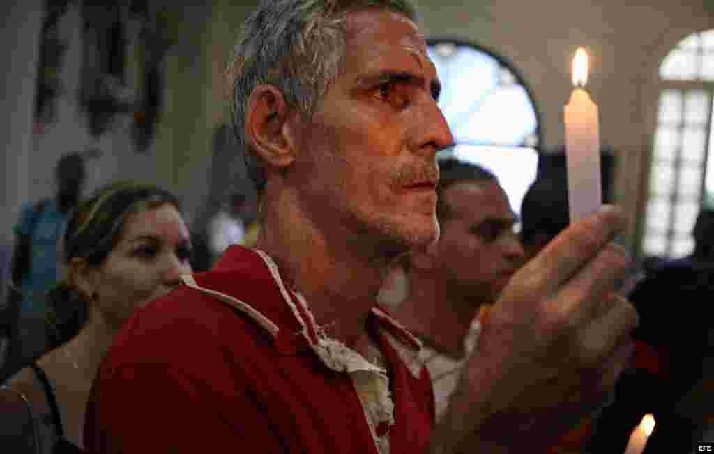 En El Rincón, una vela por San Lázaro.